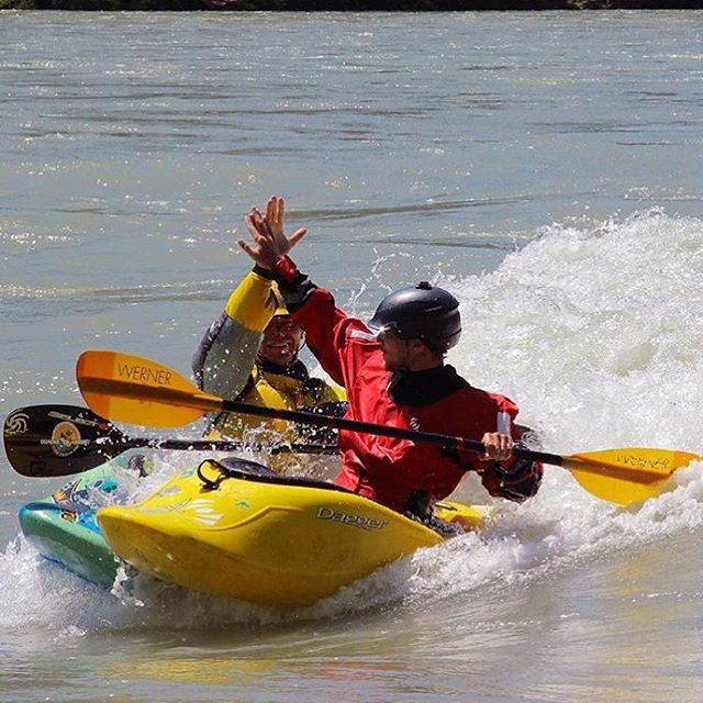 @kirillkosogorov enjoying some #surf in a #standardhalfcut. #cuzrockshurt @daggerkayaks @wernerpaddles