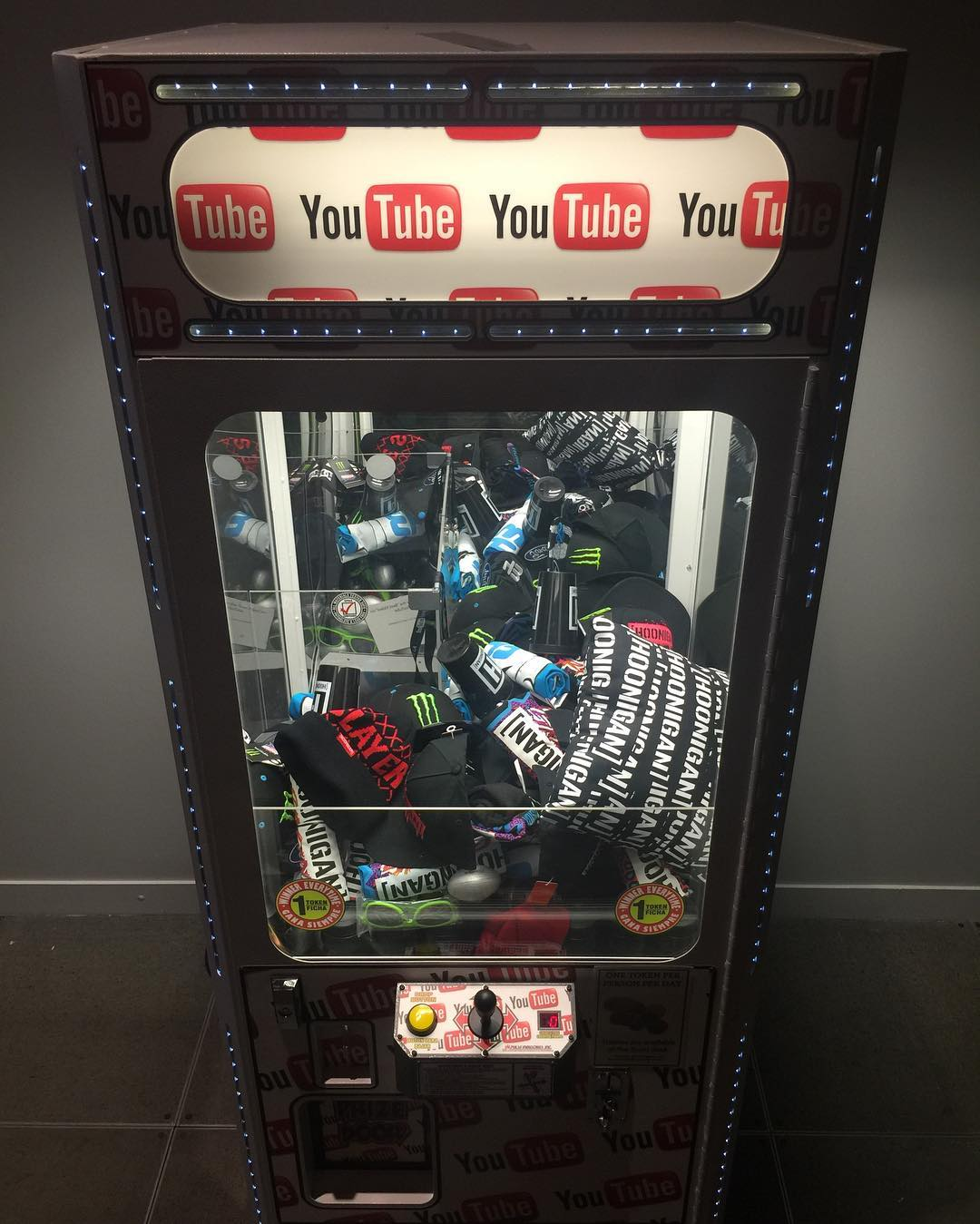 The #youtubespace in Los Angeles has the most rad claw game we've seen. Who agrees? #theclaw