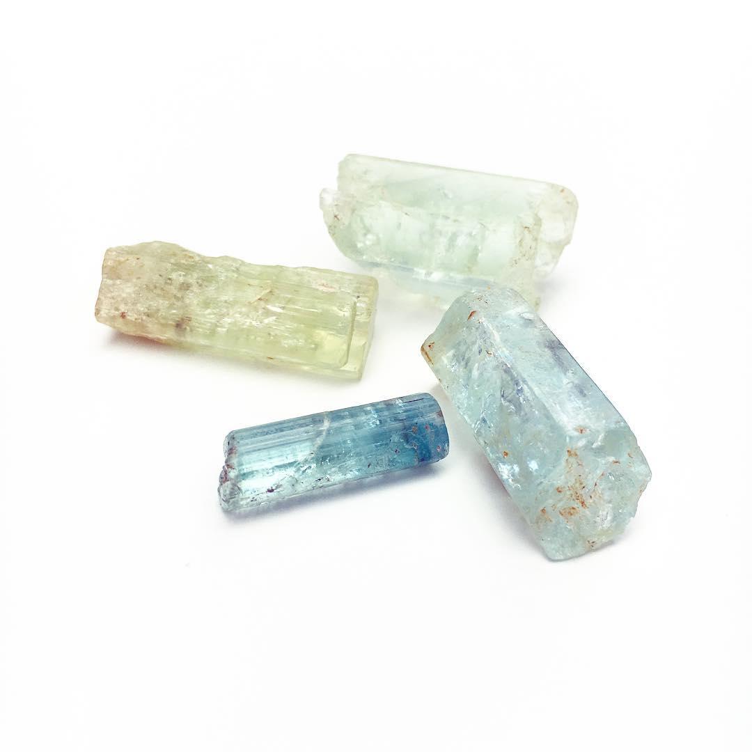 """ I AM FILLED WITH FLUID ENERGY"" March's beautiful gemstone representative, Aquamarine. Fluid, transformative and regenerative!  #aquamarine #juliaszendrei #gypsysoul #gypsy #bohostyle #crystalhealing #crystals #crystalgypsy #monday"