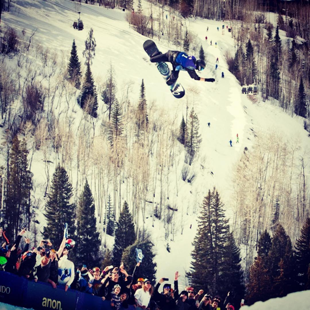 Congrats to @shaunwhite for taking 1st place in men's half pipe at the @burtonsnowboards US Open! Photo from @snowboardermag
