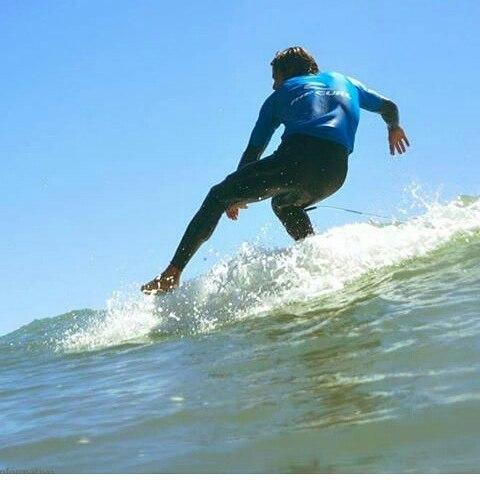 Nuestro Rider @dany_locosxelsurf  detonando em el #kikiwailongboardclassic  PH: @Leandrobarsocchini. #perkyshoes #surfing #surfar #surf #longboarding #longboard  #style #waves #mdq
