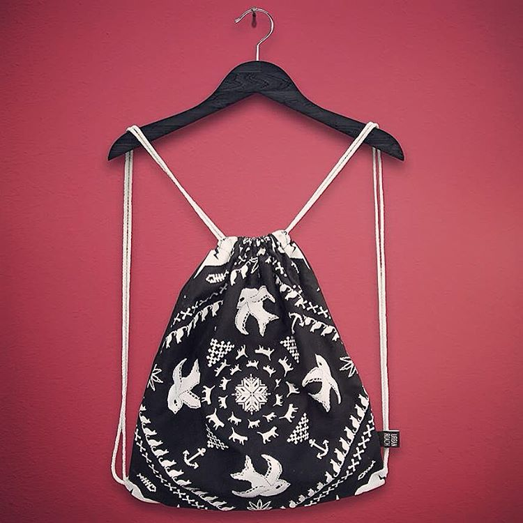 mochi DARK ! consultanos por inbox ❤️ #drawstringbag #mochila #backpack #indumentariaondera #urbanroach