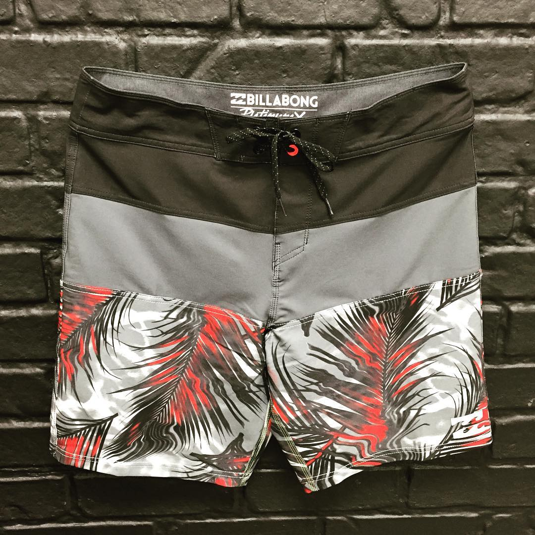 The Tribong Platinum X Fronds in Stealth. Visit Billabong.com or your local retailer. #Tribong #lifesbetterinboardshorts