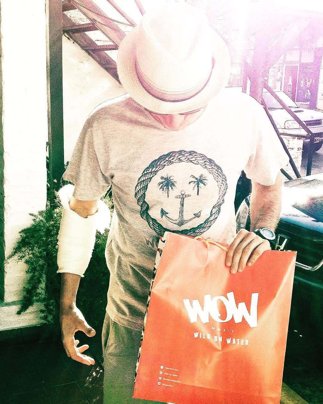 Nuestro wilder @nicovazquezcano paso por el local a llevarse unos regalitos! Estableció el #DesafioWOW en el MiniTubo no terminado de @wildonwaterclub, y se fue a seguir con el tratamiento correspondiente para mejorar la motricidad de su mano y seguir...