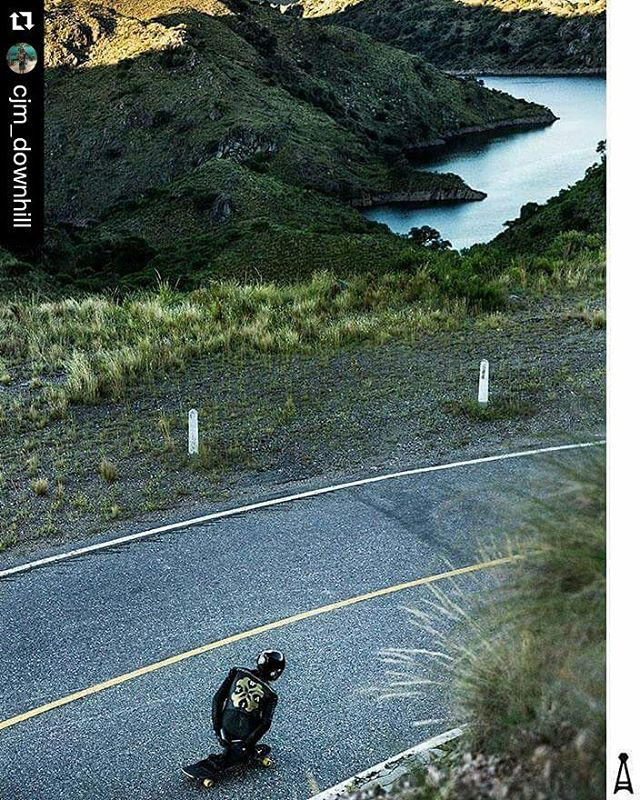 Claudio haciéndola lindaaaaaa... #Repost @cjm_downhill with ・・・ Skate Fast always!! #longboarding #downhill #skate #ride #devil #river #view #landscape #mountains #shot #freedom