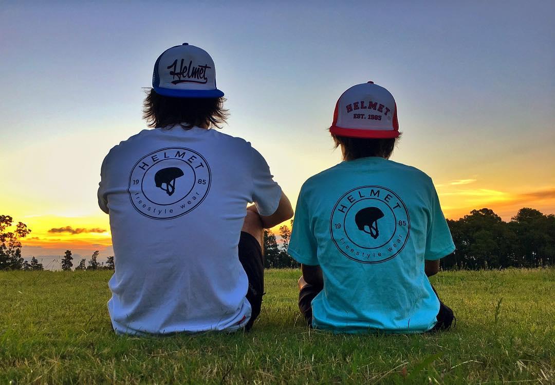 Un poco mas del lifestyle de #helmetfw mostrando nuestras nuevas remeritas y gorras! Hope you like them