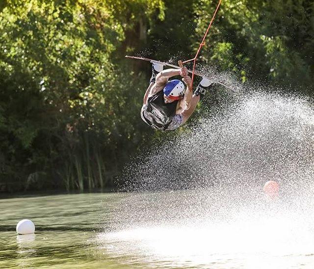 Volaron los riders durante el #ReefWakeJam en @thegreenparrotco!! ☀