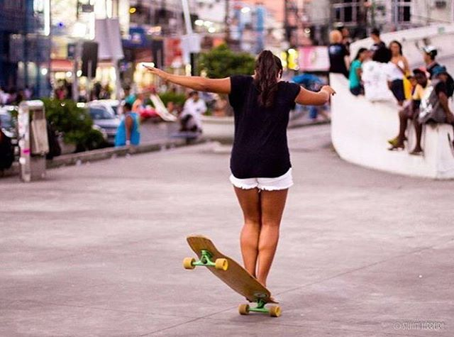 LGC Brasilian rider @stefhanyeduarda hanging ten. Photo @xtefani  Good morning family! Buenos días familia! Bon dia!  #longboardgirlscrew #womensupportingwomen #skatelikeagirl #lgcbrazil #stefhanyeduarda #lgc #riodejaneiro #brasil #longboard