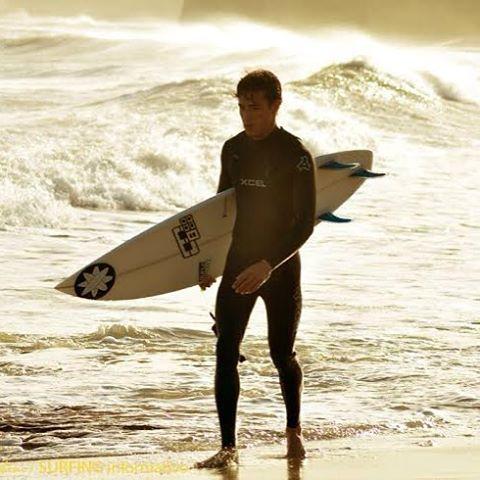 Desde temprano buscando las mejores olas