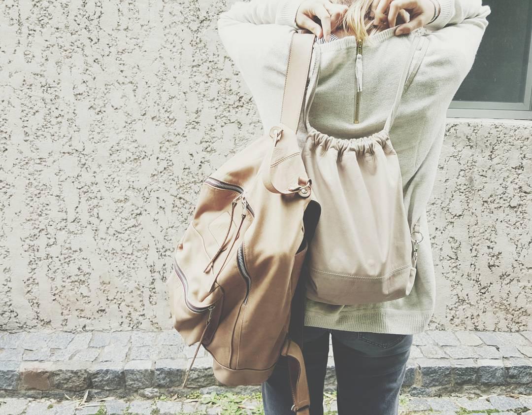 En colores suela y hueso van nuestras mochilas / Find them ➡ @junta_monton & www.mambomambo.com.ar  #onthego #travel #backpack #backpacks #outsideisfree #handcrafted #buenosaires