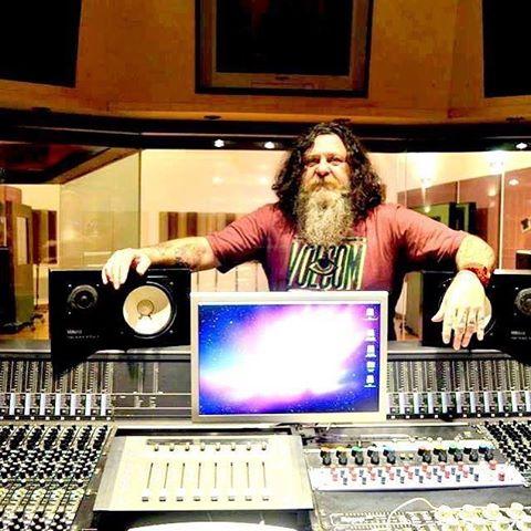 Feliz cumpleaños productor y leyenda Ale Taranto @aletarantoproducer #volcomfamily #truetothis #volcoment
