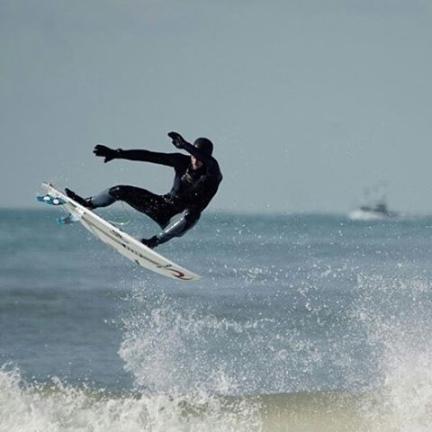 regram @vincentduvignac End section. Regram @featherfins Pic: @fallingtv/@comptoirdusurf -------------------------- @ripcurl_europe  @reef_europe  @labobiarritz  @wavetribe