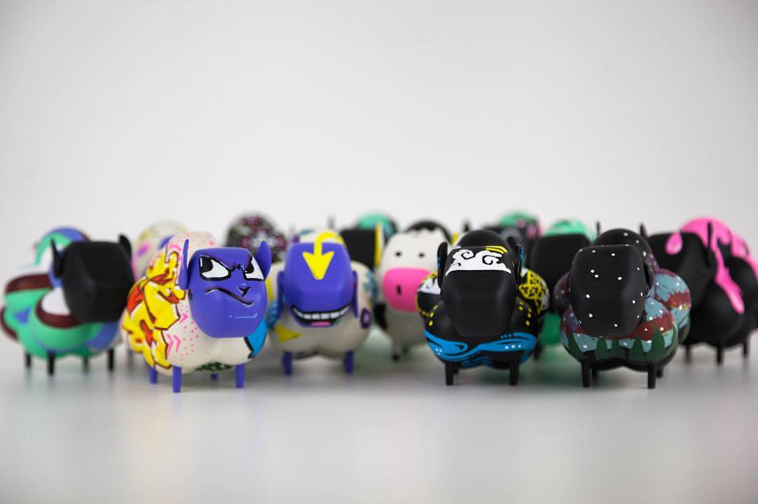 Herding up these little guys for @nextbitsys • • 12 Sheep customized for their pop up shop during #sxsw • • #atx #austintx #texas #tx #spratx #customtoys #designertoys #nextbit
