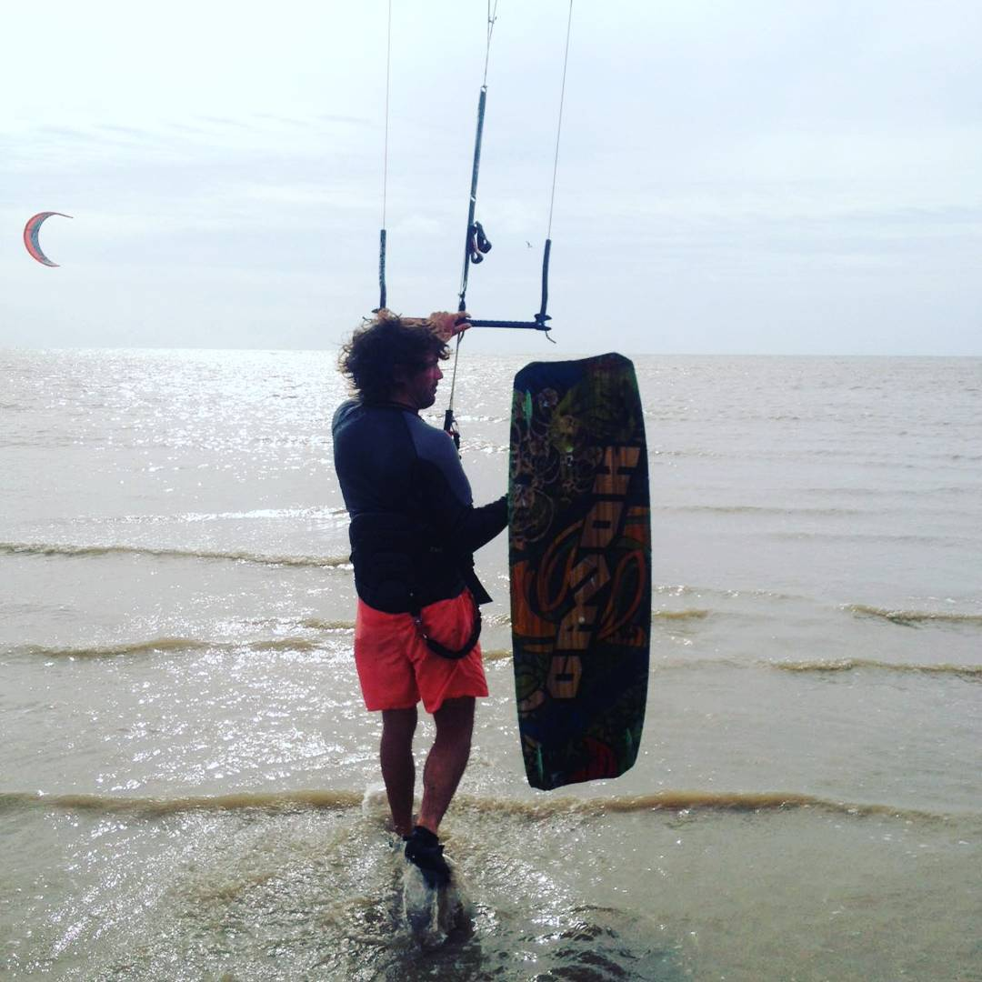 A mal tiempo, buen viento para los #kiteros  #kite #kitesurf
