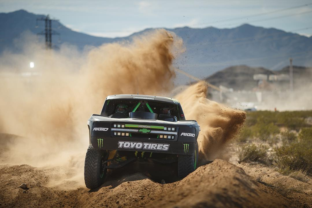 Who's going out to the #mint400 this weekend?  Our dude @bjbaldwin throwin some dirt in qualifying.  Photo by: @larry_chen_foto
