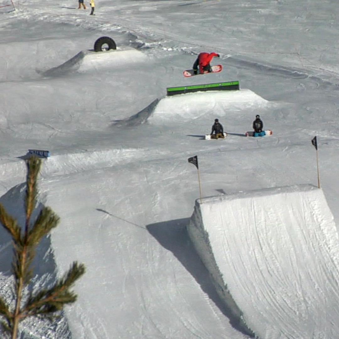 @federomanoo #bigair #sendingit @mammothmountain #snowboard @mammothunbound #southpark #thrivesnowboards @juanpib