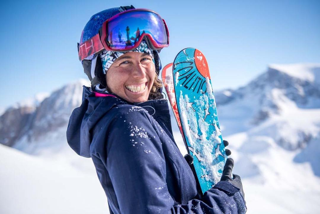 Give your skis a hug, they do a lot for ya!  @tahomajillian seems to be getting along pretty well with her stick pals; smiles look good on you Jillian.  PC: Keoki  #sisterhoodofshred #skiing #smile #mountains #skilikeagirl #greenland