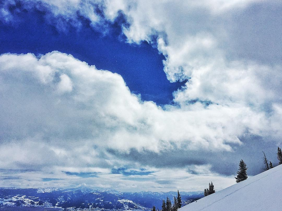 Find the edge of the world and step into the clouds. #avalon7 #adventuremore #snowboarding www.avalon7.co