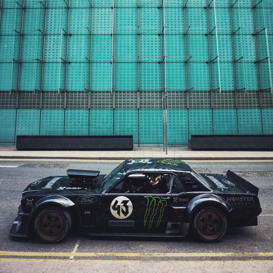 The Hoonicorn at it again! This time shutting down roads in London while with the folks at Top Gear.  ______ Photo cred: @mvtt