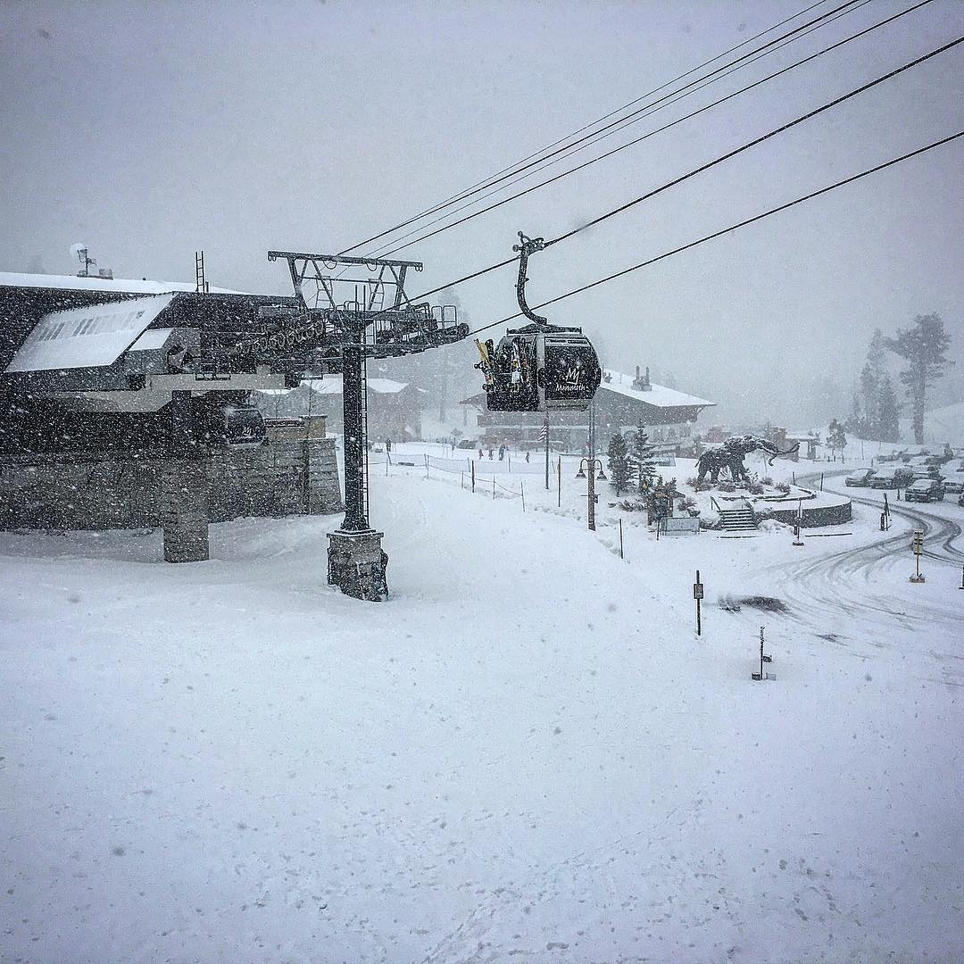 #freshsnow @mammothmountain #powderdays #snowboard #ilovesnow #thrivesnowboards