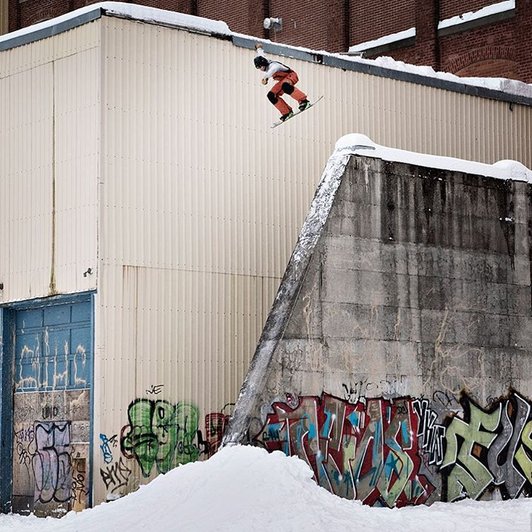 #RealSnow • 90-second edits • Urban footage only • One winner • One fan favorite  It's goin' down at 3 pm ET/1 pm PT on ABC! (