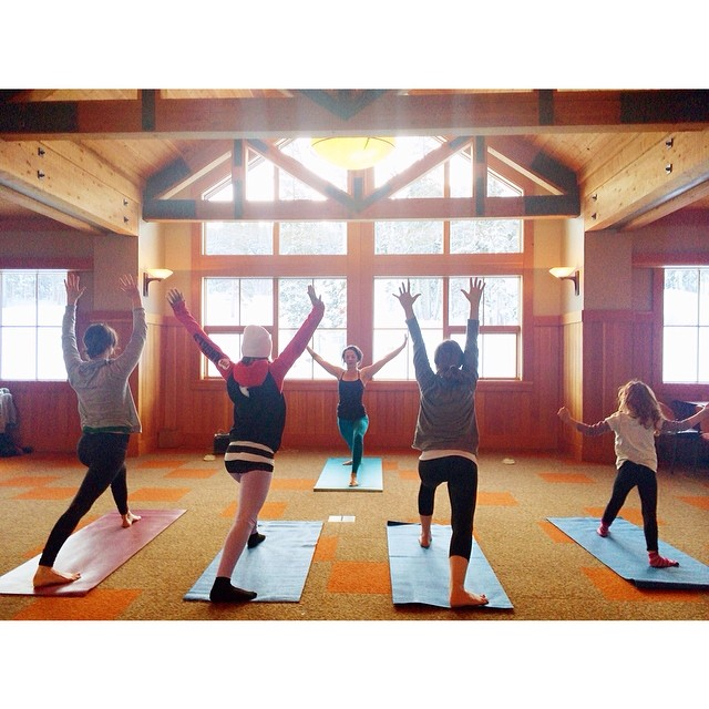 Rising with the sun☀️ Wishing you all a beautiful day! #yogaheals #shredtheloveweekend |