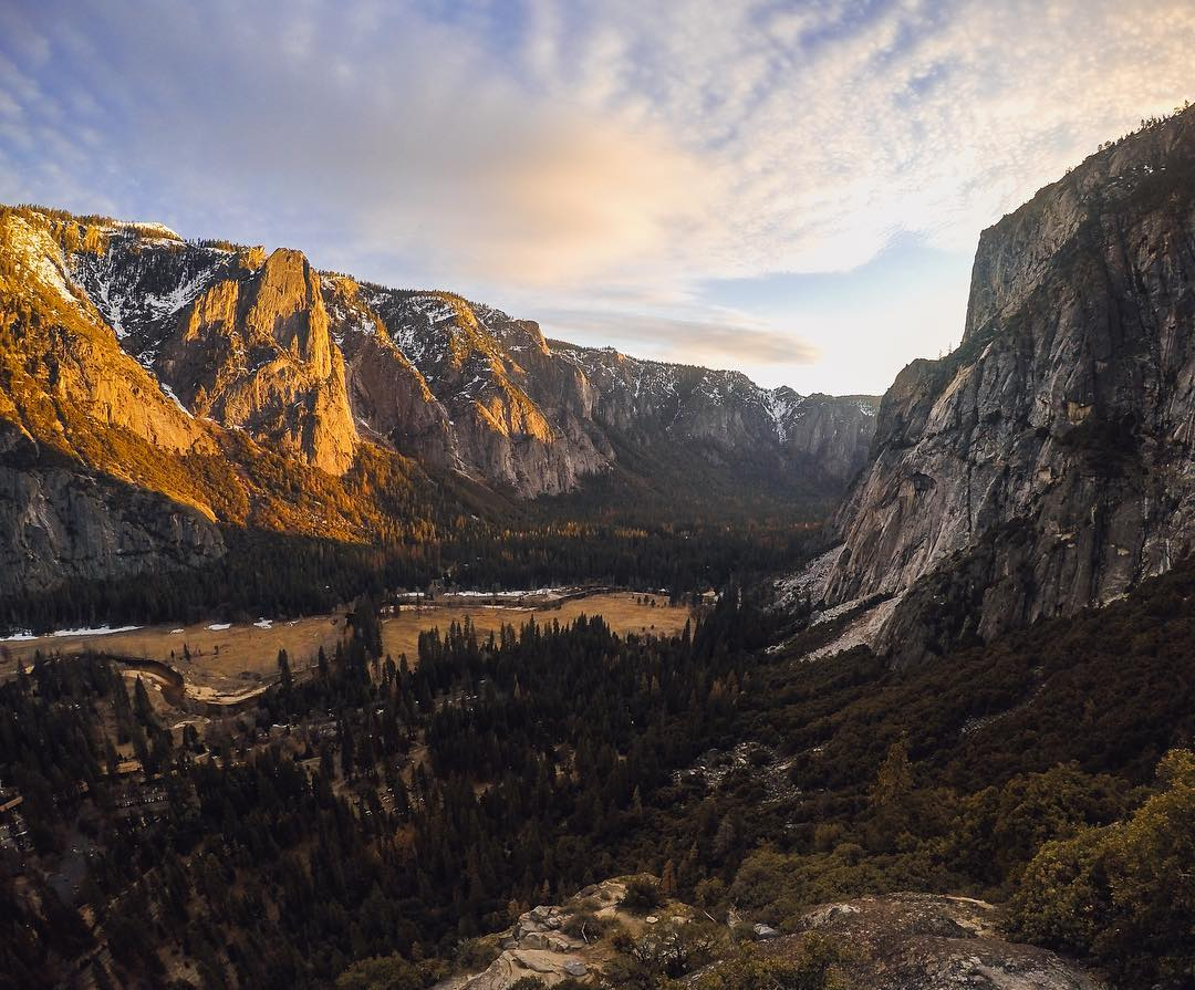 #Sundaysunsets at @yosemitenps are the best way to end the day.  #