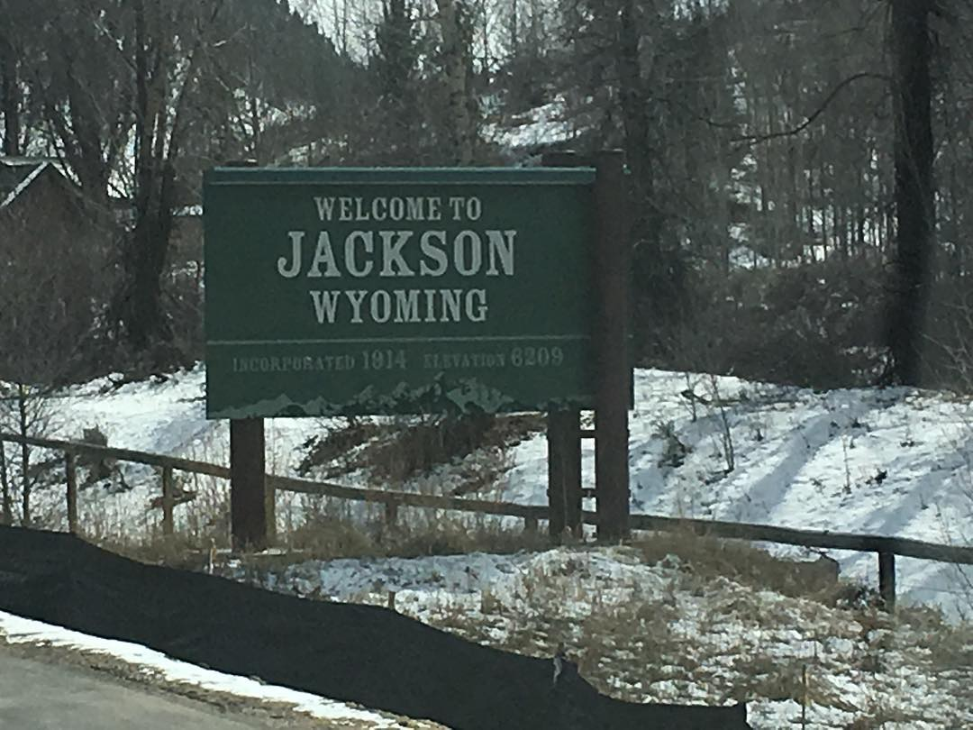 Just rolling into #Jackson , we are here for the #PowWow and are doing a demo @jacksonhole Friday - the snow looks good, it's going to be a great week. #weareOK | #ForRidersByRiders | #handmadeUSA |#smokinsnowboards | #comeandfindoutwhatthehypesallabout