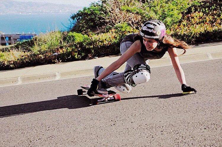Buenos dias desde Chile! @lgcchileoficial rider @valentina_urrejola drifting with a view! @rodrigoredenz photo.  #longboardgirlscrew #womensupportingwomen #skatelikeagirl #downhillskateboarding #womendownhillfederation #lgcchile #valentinaurrejola #chile