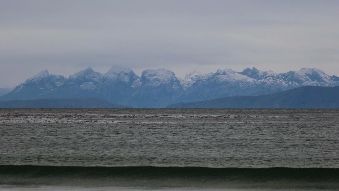 33 días tardamos en llegar a la punta de Tierra del Fuego.  Desde la Bahía de Buen Suceso y al otro lado del Estrecho de Le Maire,  asomaban los imponentes picos nevados de Isla de los Estados, donde 2 años atrás habíamos estado explorando sus costas...