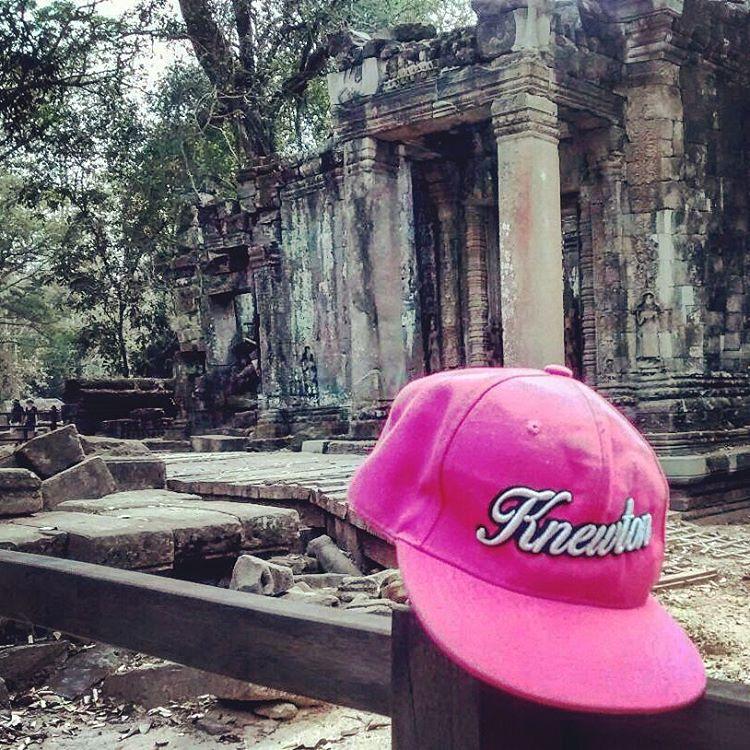 Un poco más de Knewton de mochila por el mundo. Templo Hindú en Camboya donde se grabó Tomb Raider!! Entrá a http://bit.ly/1Mt5KTU y dale gaaasss! 25%OFF & ENVÍO GRATIS .:Conexión Natural:. #TRIP #BACKPACK #CAMBOYA #TOMBRAIDER #BROHTER #LIFESTYLE...