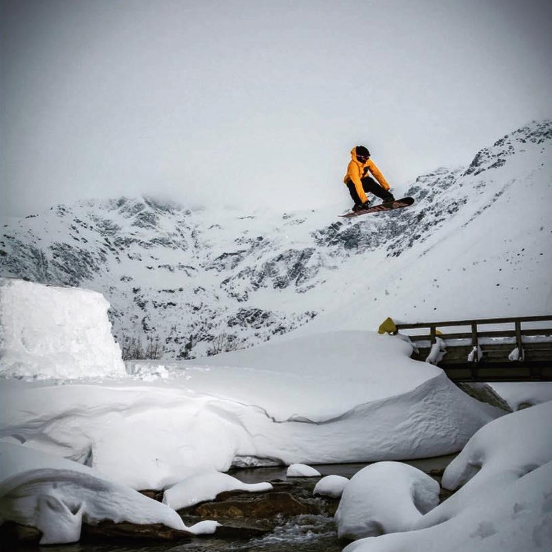 #Repost @patrickpitter #snowboard @wolf_wieser_fotoworkx #rivergap #austria #thrivesnowboards #relentless #snowboardingaroundtheworld