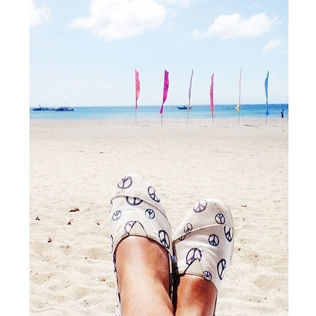 Give peace a chance!  Regram: @xpectopautronum #Paez #PaezInspire #Peace #Beach #Relax #Paezshoes