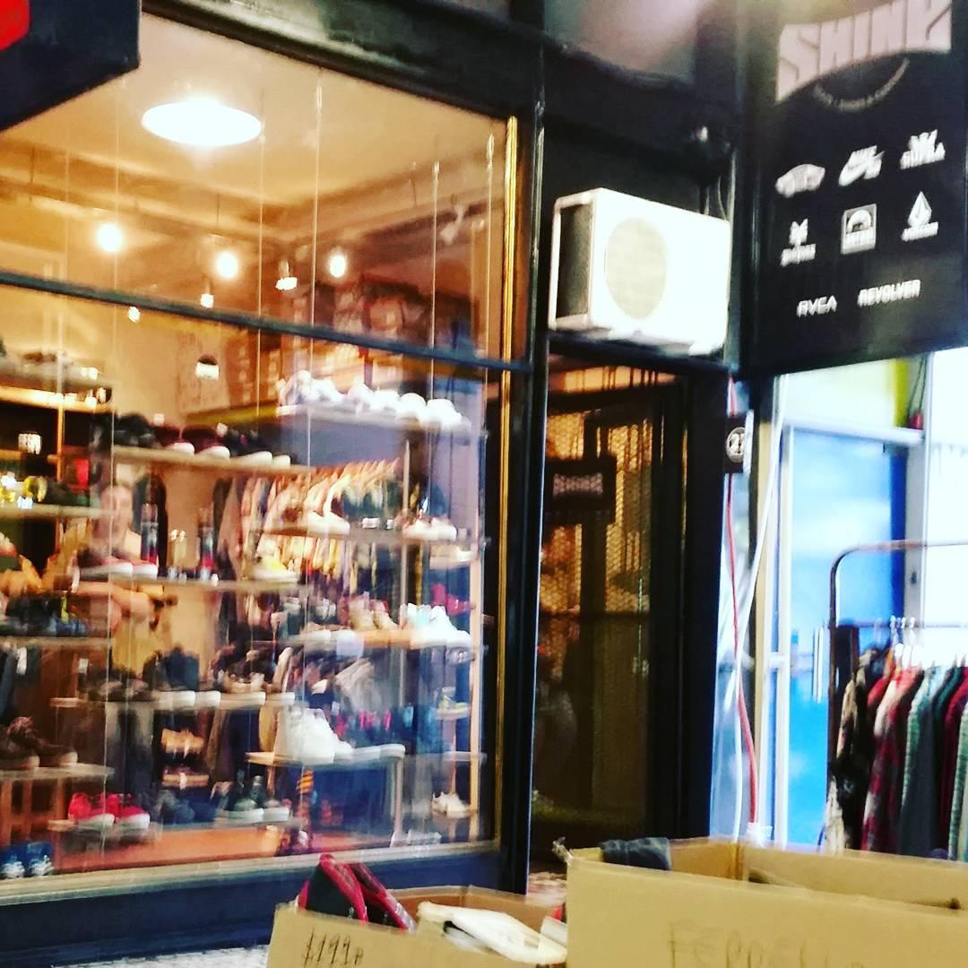 Nace Shine Outlet!! , local 27 #galeriaplazaitalia #shineoutlet zapas: 100/150/300/700/900/1290 todas las marcas nac e imp. Remeras 200. Camisas 400, hawaianas importadas 500. BUZOS 400/500