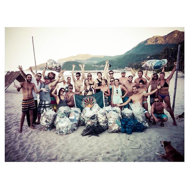 We partnered with @fnez because they share our belief that you should always #ProtectWhereYouPlay & give back to the places visited. Pictured here is one of their Global Initiatives--cleaning up at least one beach on every one of their trips.