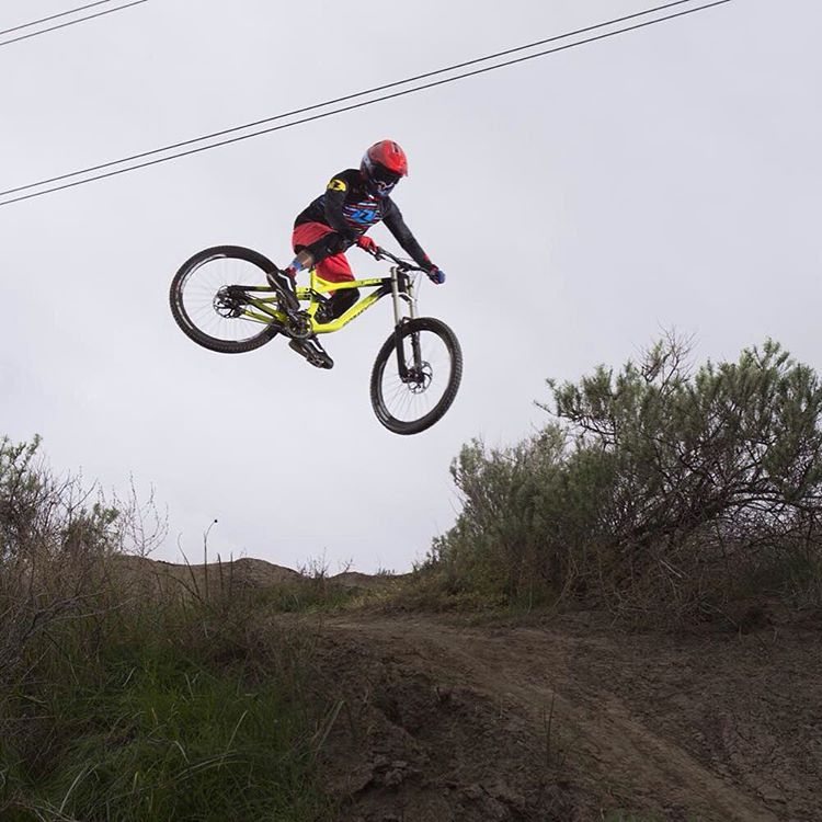#WhipitWednesday Catch our the latest SixSixOne Factory edit featuring @kylestrait and @bubba_warren as they session Bubba's secret spot in preparation for the upcoming Dual Slalom at Sea Otter. Link in Profile #SixSixOne #661Protection #ProtectFun...