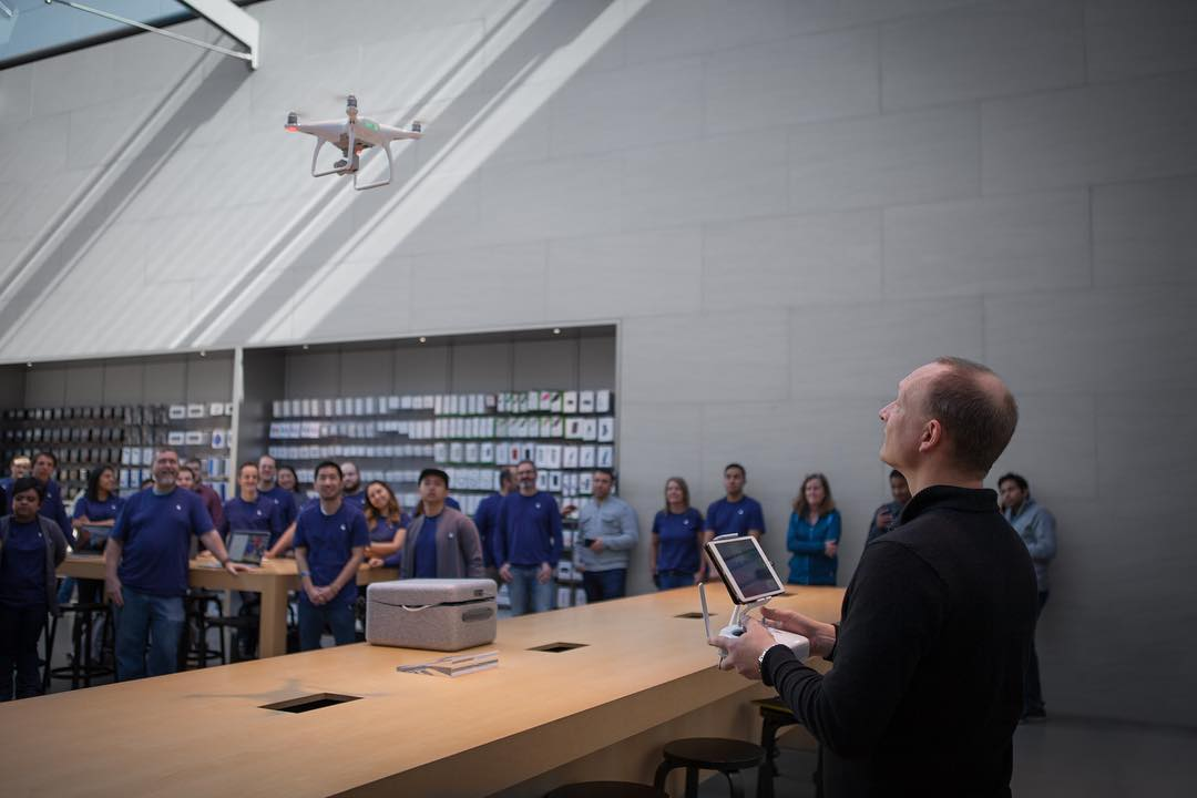 In-store training with Apple staff as they introduce the incredible #DJI #Phantom4 to Apple Stores across the world.  Click the link in our bio or visit Apple.com to learn more and buy now.
