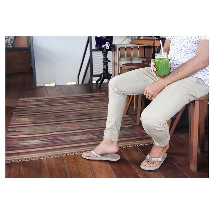 Delicious green juice + the green #GrassMatSandal = a winning combo