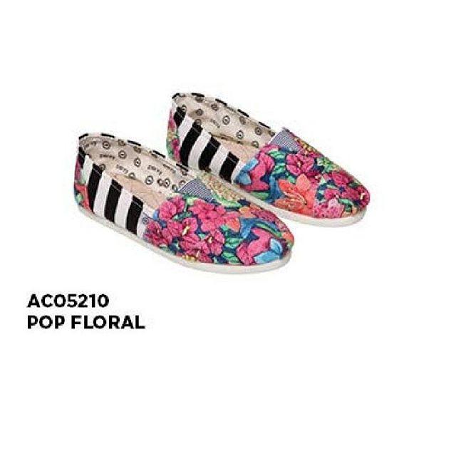 LO VE IT #perkyshoesar #floral #alpargatas #love #urbanstyle