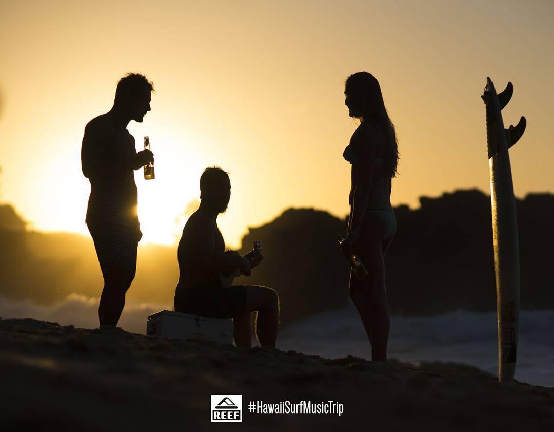 Sol, surf y música en la tarde de Hawaii! ☀♪♫ #HawaiiSurfMusicTrip #JustPassingThrough  @corona_argentina  @reeflatinoamerica  @reefeyewear  @mateofilmaker  @gravedadzerotv  @agustinmunoz