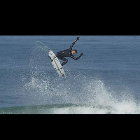 regram @vincentduvignac Feel free in my @ripcurl_europe #flashbomb  Pic @fallingtv