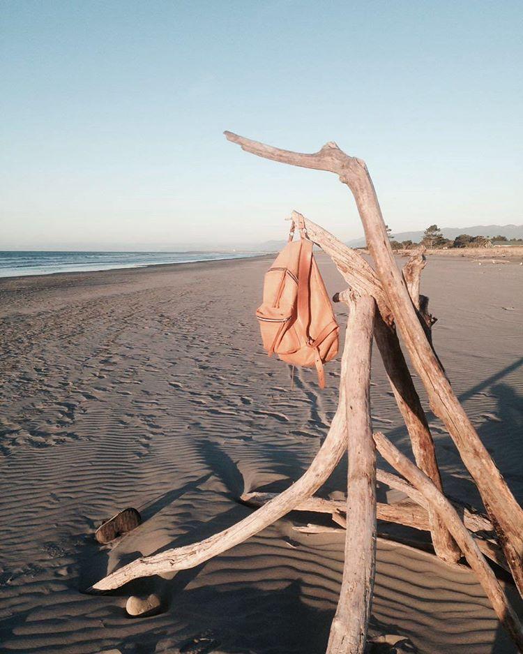 En el mar Tasmania nuestra mochila Navajas Suela / NZ con @mikimicillo  #newzealand #nz #tasmania #goexplore #gooutside #welltravelled