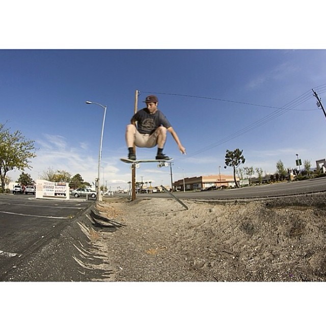 Team rider from #california @chrisballadarez rockin the 2013 limited edition brown, khaki under brim #5panel❄️Brown 5 Panel: #Expired #SoldOut❄️#frostyheadwear #skateboarding #metrogrammed