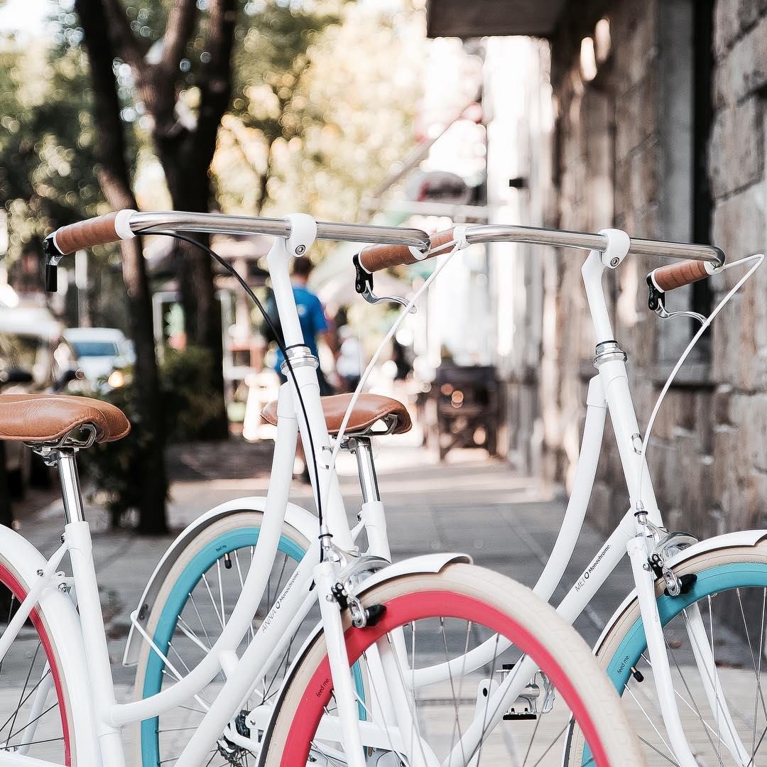 Hoy ANNA y MEI salen juntas a pasear! / Today ANNA and MEI are going to take a ride together! Mas info y precios en http://www.monochromebikes.com/comprar-entrada  #thenewmonochromeishere #monochromebikes #ilovemymonochrome