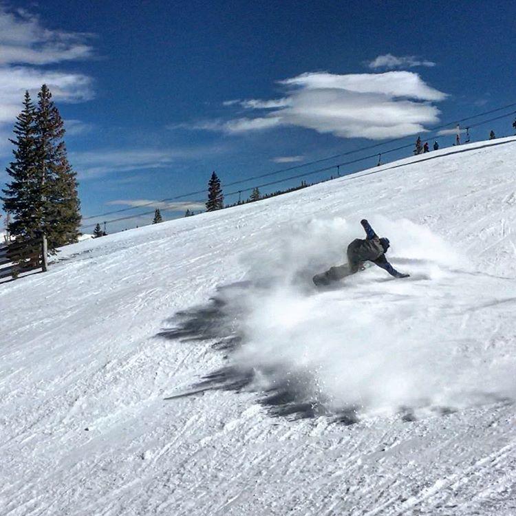 Uphill slash @aspensnowmass #jebscicluna #snowboarding #slashing #ilovesnow #thriveharder #thrivesnowboards