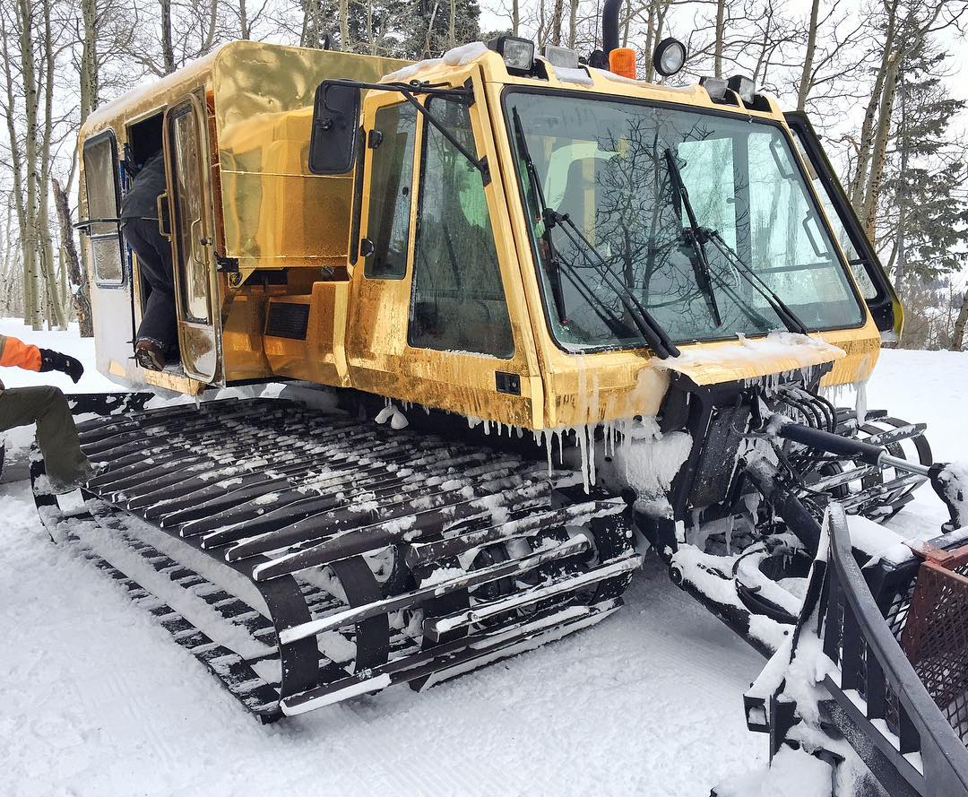 Today's transportation: a bougie gold  wrapped snowcat here at @PowderMountain. Cat powder sessions make me happy. #catrunsFTW #powderfiend