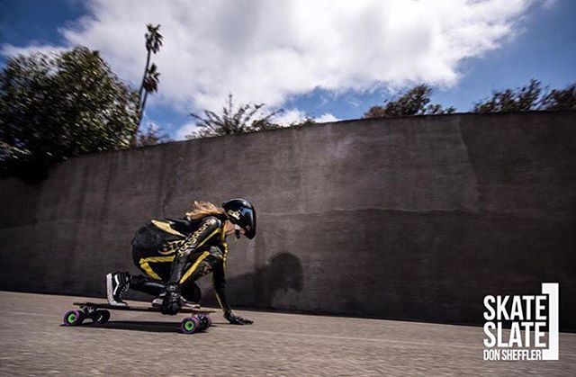 @lgcfrance and @womendownhill Ambassador @spokywoky going spoky fast during last year's @catalinaislandclassic.  Photo by @donsheffler via @skateslate  #longboardgirlscrew #womensupportingwomen #womendownhillfederation #skatelikeagirl #spokywoky...