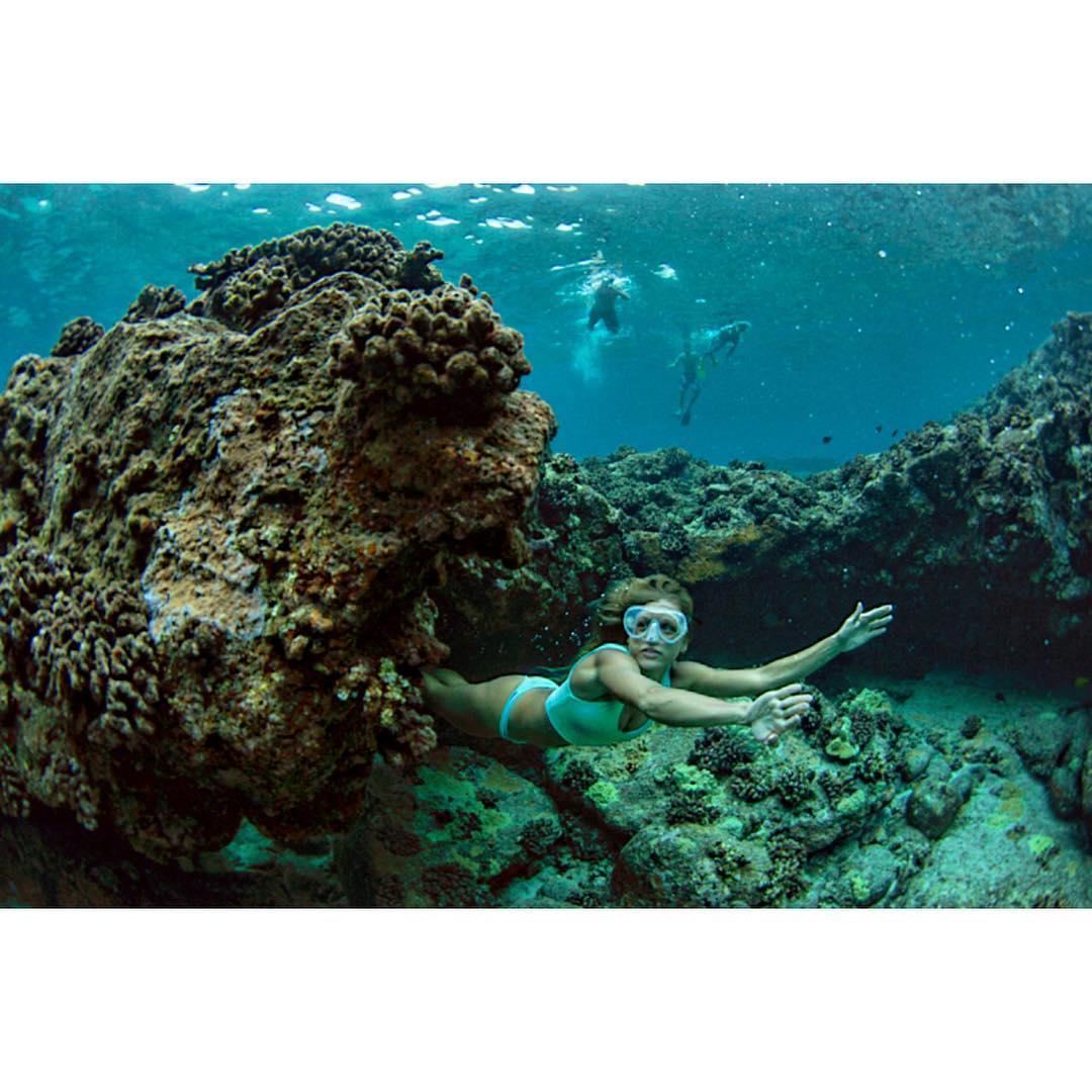 Dipping through swim through's leaving behind only bubbles and blues. #legend @odinasurf @swellliving #teambioastin #kaenon #dkwaterhousing #konaboys #odinasurf #supcouple #navitasnaturals #billboardstobags #aproposimaging #kohanaiki_life #underwater...