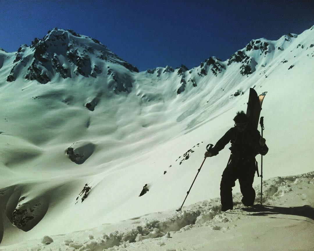 Día de splitboard y caminata para seguir rayando el polvo de los Alpes Suizos! @mati_radaelli  @juanpib @djoh.arnould @ripcurlargentina #livethesearch @anonargentina #splitboarding #contratemporada2016 #switzerland #vacation #traveling