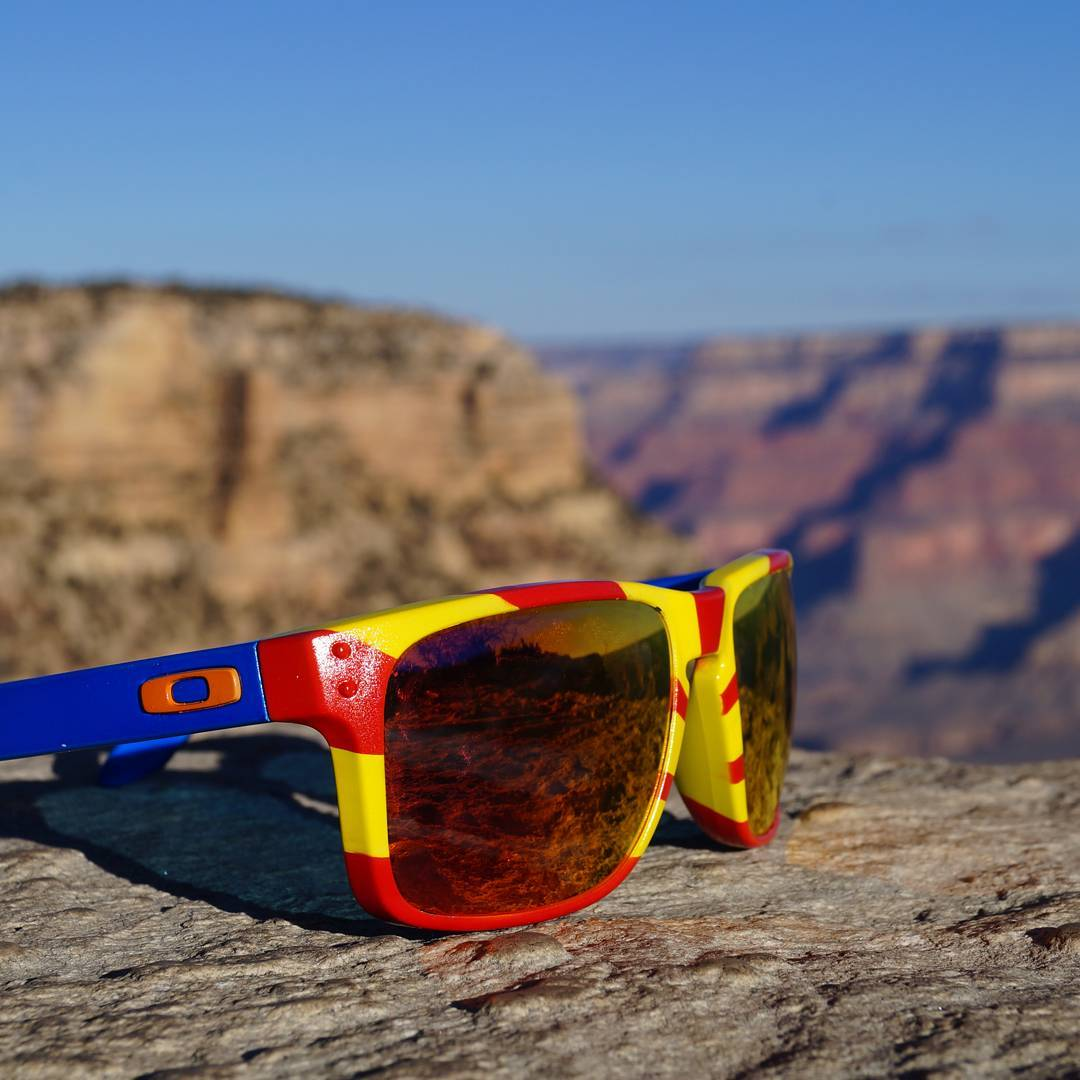 Custom AZ Holbrooks from @oakleygarthvader #custom #grandcanyon #arizona #greatestflag